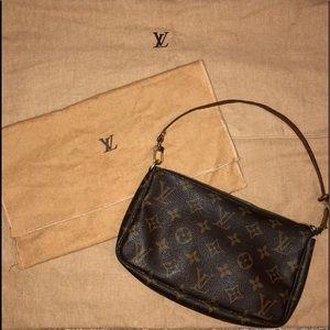 Louis Vuitton Pochette Accessories w/crossbody